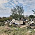Fotolii, cărucioare şi materiale de construcţii, adunate de pe malurile lacului Fundeni. 10.000 de metri cubi de gunoaie, colectaţi în două luni