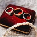 Franțuzoaică specializată în furt de bijuterii din sicrie depuse la capele funerare. Ce au găsit polițiștii în locuința femeii