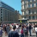"""Francezii continuă să protesteze împotriva permisului de sănătate și a vaccinării obligatorii a cadrelor medicale. """"Oile stau la balcon"""""""
