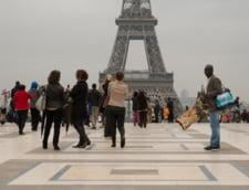Francezii vor trupe speciale pentru protectia turistilor. Atentatele au golit Parisul de vizitatori