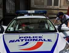 Franta: Doi politisti, atacati cu un cocktail Molotov