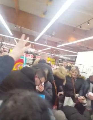 Franta: Mii de oameni s-au imbrancit si batut in supermarketuri ca sa prinda o promotie la Nutella (Video)