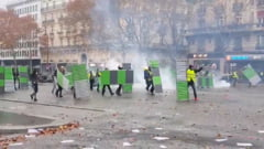 Franta: Politia foloseste gaze lacrimogene in confruntarile cu vestele galbene