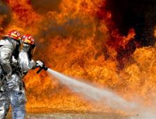 Franta: Un roman a provocat un incendiu in care au ars peste 100 de masini si rulote