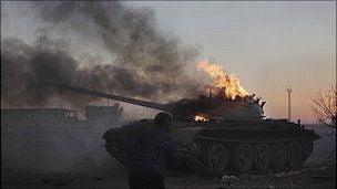 Franta acuza NATO ca nu se implica suficient in razboiul din Libia