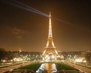 Franta face economii de ziua nationala: in ambasade se intra doar cu invitatie