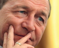 Fulminanta ascensiune a lui Traian Basescu si coborarea lina cu parasuta (Opinii)