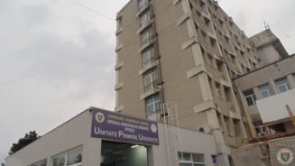 Fum intr-un salon Covid-19 de la Spitalul de Urgenta Pitesti. Personalul a scos din priza concentratorul de oxigen
