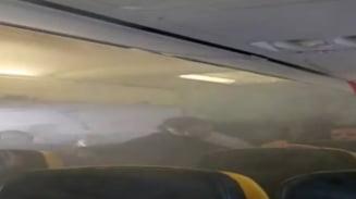 Fum la bordul unui avion Bucuresti-Londra: Pasagerii au intrat in panica. UPDATE: Explicatiile Ryanair