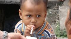 Fumeaza doua pachete de tigari pe zi, la numai doi ani