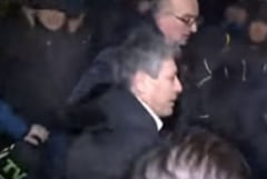 Furia moldovenilor in imagini: Cum a fost batut fostul premier Mihai Ghimpu (Video)