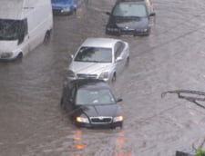 Furtuna a facut prapad in tara: Inundatii, copaci doborati, culturi distruse, biserica trasnita