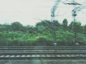 Furtuna care a lovit Bucurestiul a dat peste cap si traficul feroviar: Cinci trenuri sunt afectate