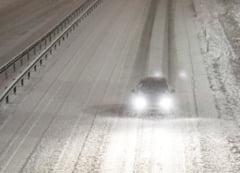 Furtuna de zapada in SUA: Cel putin cinci oameni au murit, masini blocate in trafic, zboruri anulate