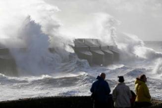 Furtuna deceniului in Europa: Cel putin 15 morti, in 9 tari afectate