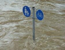 Furtuna devastatoare si inundatii in Toscana: Mai multi oameni au murit sau sunt dati disparuti