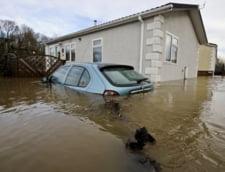 Furtuna din Marea Britanie i-a lasat pe londonezi fara curent electric de Craciun