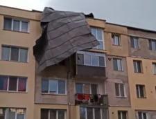 Furtuna in Hunedoara: Masini distruse, acoperisuri smulse, un drum blocat (Video&Foto)