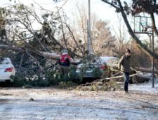 Furtuni, tornade si inundatii in mai multe state din SUA: Numarul mortilor a crescut la 14. Meteorlogii spun ca vremea rea continua