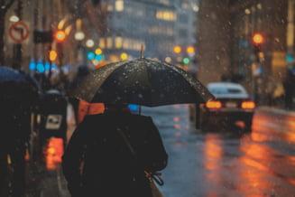 Furtunile răcoresc Bucureștiul. Temperaturile anunțate de meteorologi după ploile violente care vor lovi Capitala