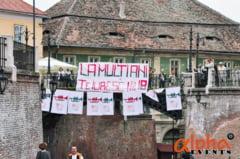 GALERIE FOTO - Minciuni adevarate: Super declaratie de dragoste in Centrul Sibiului