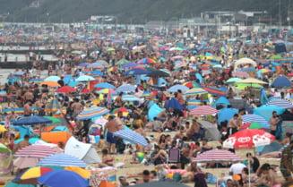 GALERIE FOTO Plajele din Marea Britanie sunt invadate de turisti, cu sfidarea regulilor de distantare sociala