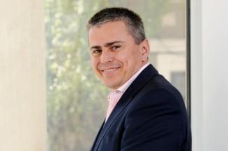 Gabriel Biris: Noi, cu gulere albe si mansete bine calcate, suntem rupti de realitate. Punem oamenii sa munceasca degeaba Interviu