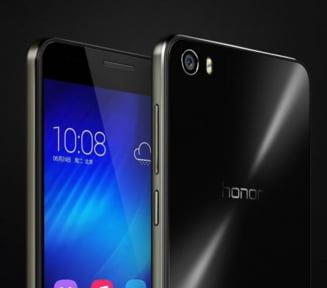 Gadgetul zilei: Cu un pret de 330 de dolari se bate cu iPhone 5S si Samsung S5