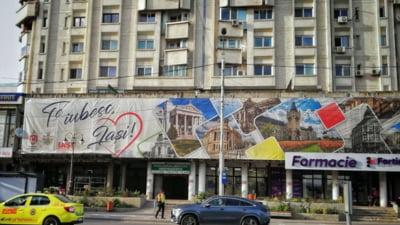 "Gafa incredibila a primariei: Pe un banner urias cu ""Te iubesc, Iasi"" a fost pusa o cladire din Chisinau"