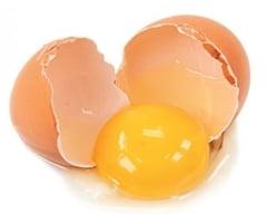 Galbenusul de ou, mai daunator ca produsele de tip fast-food