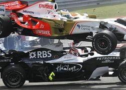 Galerie foto: Accident spectaculos Giancarlo Fisichella