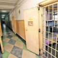 Gardian de la Penitenciarul Rahova, retinut de DNA dupa un flagrant. Mita de 12.000 de euro pentru a duce cocaina in puscarie