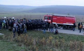 Gazele de sist arunca Pungestiul in aer: Localnicii reclama interventia in forta a jandarmilor