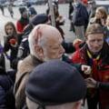 Gelu Voican Voiculescu se afla la monumentul Revolutiei, la o zi dupa ce a fost agresat in Piata Universitatii: Daca nu mi-a fost teama acum 30 de ani, nu poate sa-mi fie teama astazi