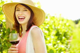 Gena fericirii, prezenta doar la femei, le face sa consume mult alcool