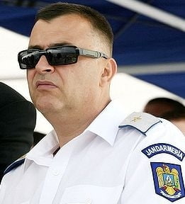 Generalul Bontic, urmarit penal pentru 17 fapte de coruptie, scos la pensie de MAI