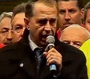 Geoana ii da replica lui Basescu: Sunt un om care stau pe picioarele mele