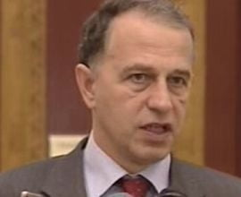 Geoana s-a inchis in biroul de la Senat, dupa ce a fost suspendat din functie