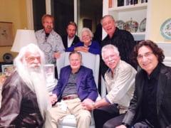 George Bush, glumite despre cat e de periculos sa te dai jos din pat, la 91 de ani