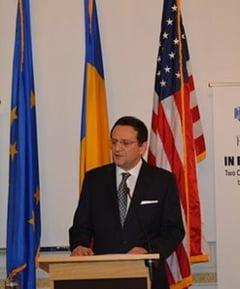George Maior vine din SUA sa dea explicatii in Parlament despre alegerile din 2009
