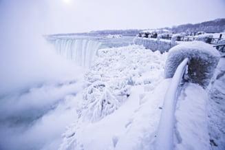 Gerul naprasnic din Canada si SUA a inghetat cascada Niagara (Video)