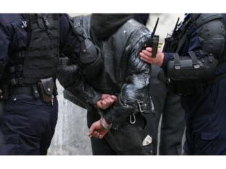 Gest greu de inteles a unui tanar din Marginea. A fost incatusat imediat de politisti