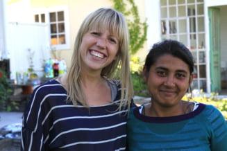 Gest impresionant: Rromi ajutati de un cuplu suedez sa isi cumpere o casa