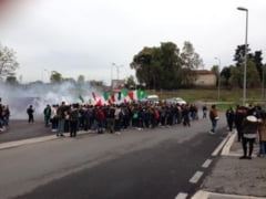 Gest meschin la Roma: Copii rromi, opriti sa mearga la scoala de o grupare extremista