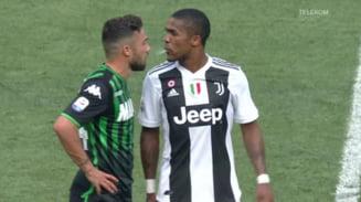 Gest oribil comis de Douglas Costa la finalul partidei Juventus - Sassuolo. Risca o suspendare drastica (Video)
