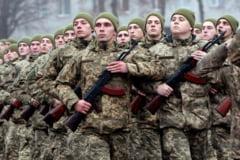 Gest simbolic de sfidare: militarii Armatei Ucrainei au mărșăluit înjurându-l pe președintele rus Vladimir Putin VIDEO