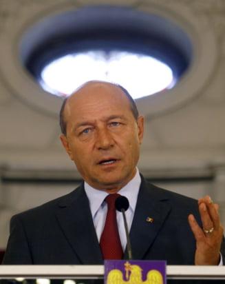 Gianina Corondan, mustrata de Basescu: Puteti schimba directorul ca sa iubesc TVR