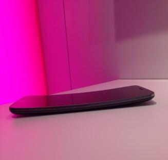 Gigantii americani T-Mobile si Sprint fuzioneaza intr-o tranzactie de zeci de miliarde de dolari. Cum se va numi noua companie