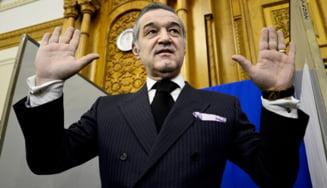Gigi Becali a cerut gratierea de la Traian Basescu