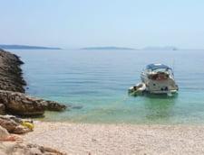 "Gluma facuta de Marian Godina dupa ce a descoperit o plaja superba in Lefkada: ""Sa pun niste manele pe telefon? Dar daca o sa le placa?"""